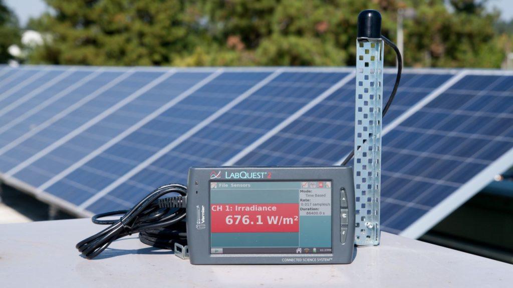сонячні панелі та датчик для піранометрії
