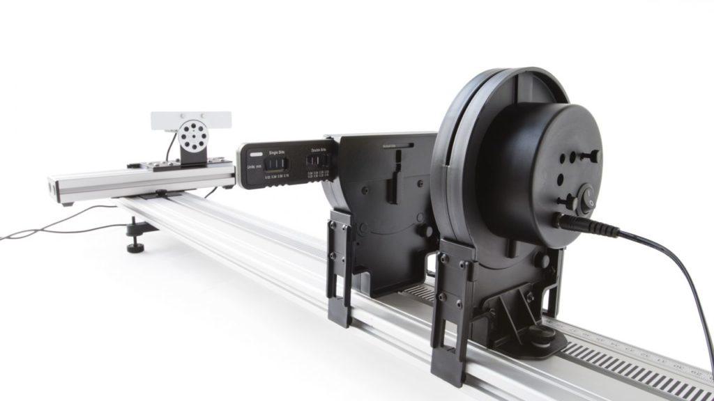 апарат дифракції на лабораторній оптичній дошці